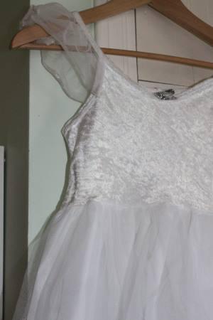 Valkoinen mekko 128-134cm - Juhlalaatikko 39d6a6964a