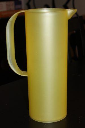 keltainen kannu