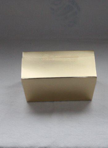 kartonkilaatikko kultainen