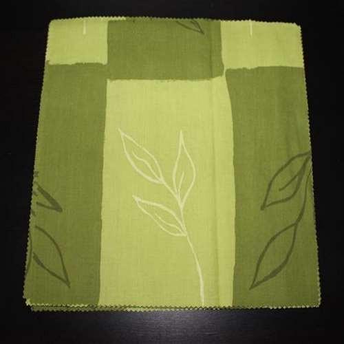 vihreäsävyinen lautasliina