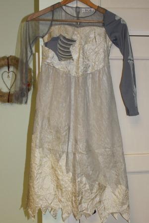 luurankomorsian mekko