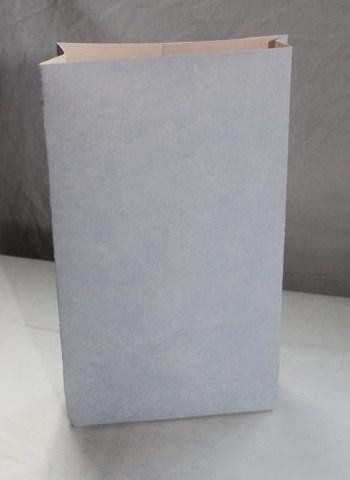 vaaleansininen paperipussi käsintehty