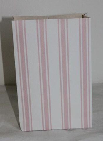 vaaleanpunaraitainen ekologinen paperipussi