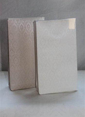 ekologinen käsintehty vaalea paperipussi