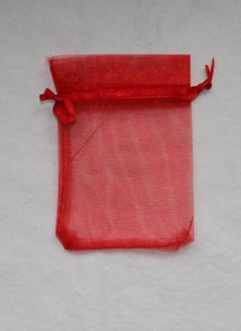 punainen organza pussi