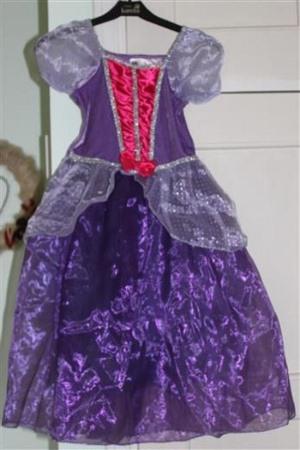pukuvuokraus sipoo violetti prinsessamekko
