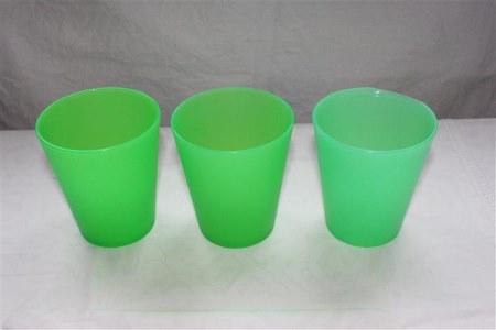 vihreät muovi mukit lasten teemasynttäreille
