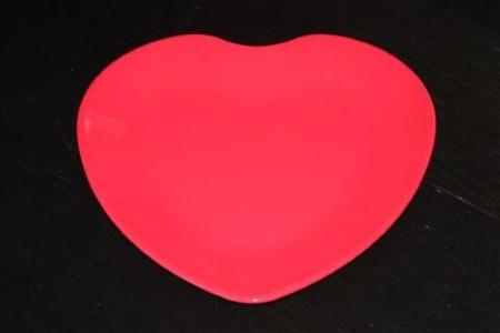 sydämenmuotoinen tarjoilulautanen