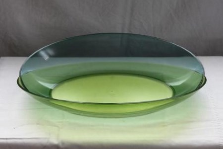 soikea vihreä kulho